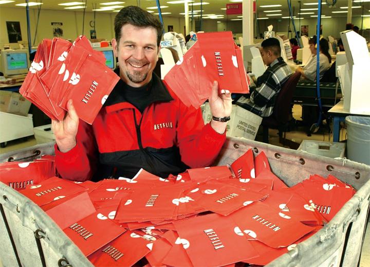 넷플릭스는 초기에 우편 배송을 통한 DVD 대여 서비스를 펼쳤다.